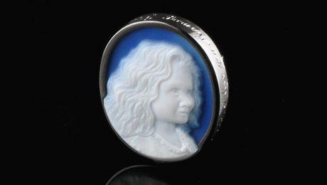 blue-agate-cameo-girl