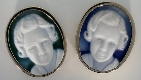 identical-cameo-pair of sisters