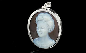 Cameo pendant of a mother set in Silver