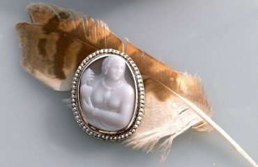 Pocahontas_custom_cameo_feather