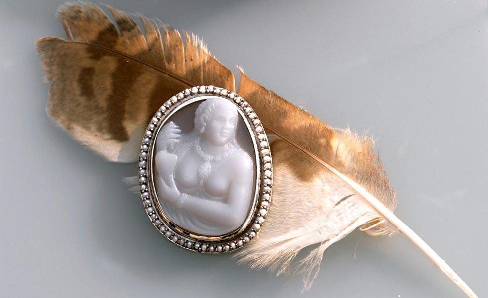 Pocahontas_cameo_feather