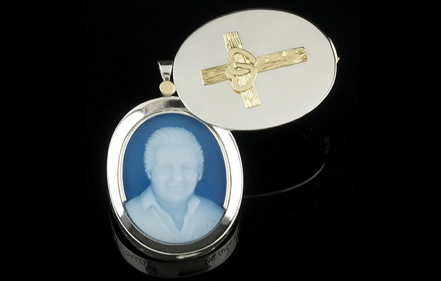 Swivel-cameo-Locket-940-600-70