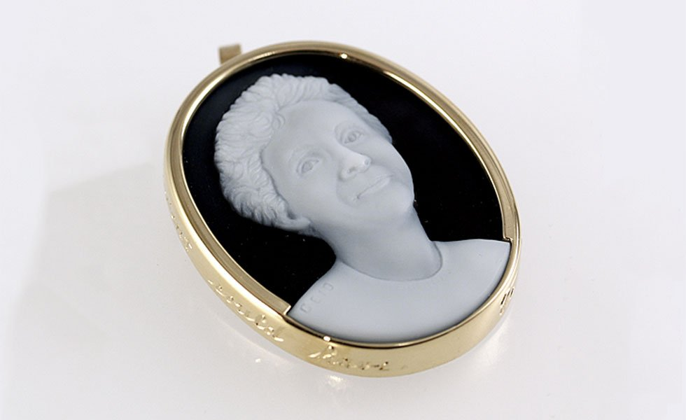 cameo-of-a-mother-white-black-gemstone_lg