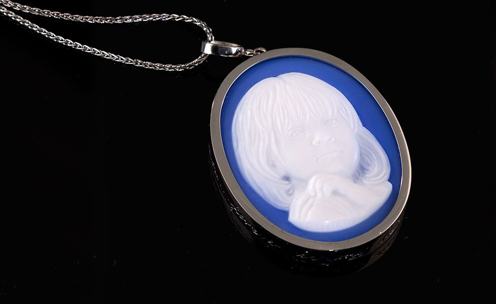 custom-made-sympathy-cameo-portrait-of-daughter-in-Platinum-necklace_lg