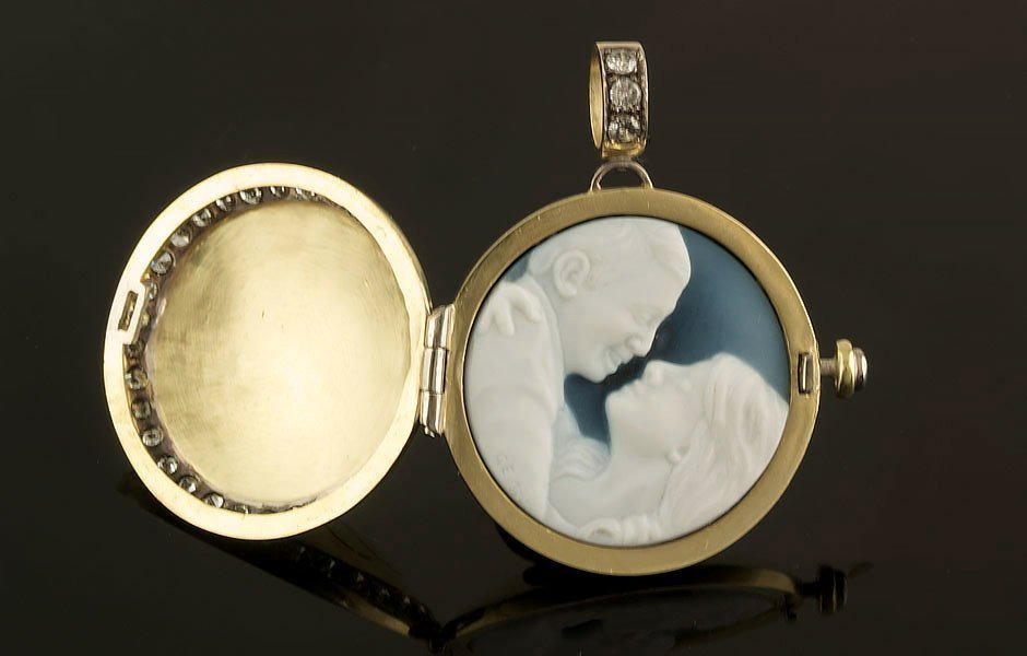 portrait-cameo-locket-diamond-set-open-60