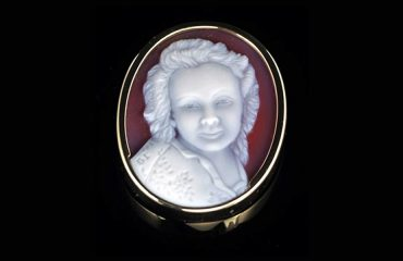 white-on-red-cameo-necklace-of-lady