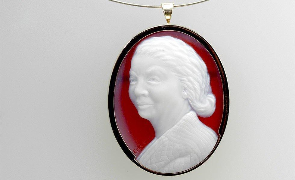 white-red-cameo-grandma-lg