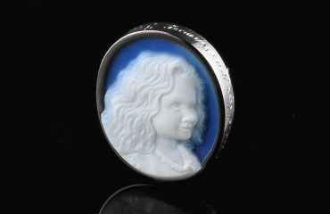 blue-agate-cameo-girl
