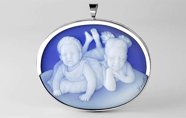 Cameo-pendant-of-two-daughters_med