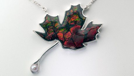 Maple leaf necklace in ammolite with pink pearl