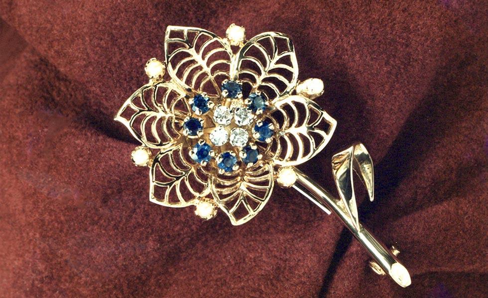 diamond-sapphire-flower-spray_lg