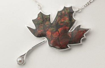 maple-leaf-ammolite-canada-necklace