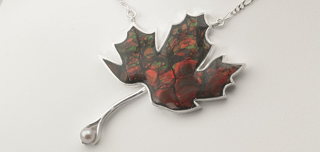 maple-leaf-ammolite-canada-necklace