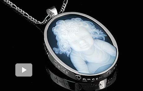 video-custom-gemstone-portrait-girl-silver-necklace