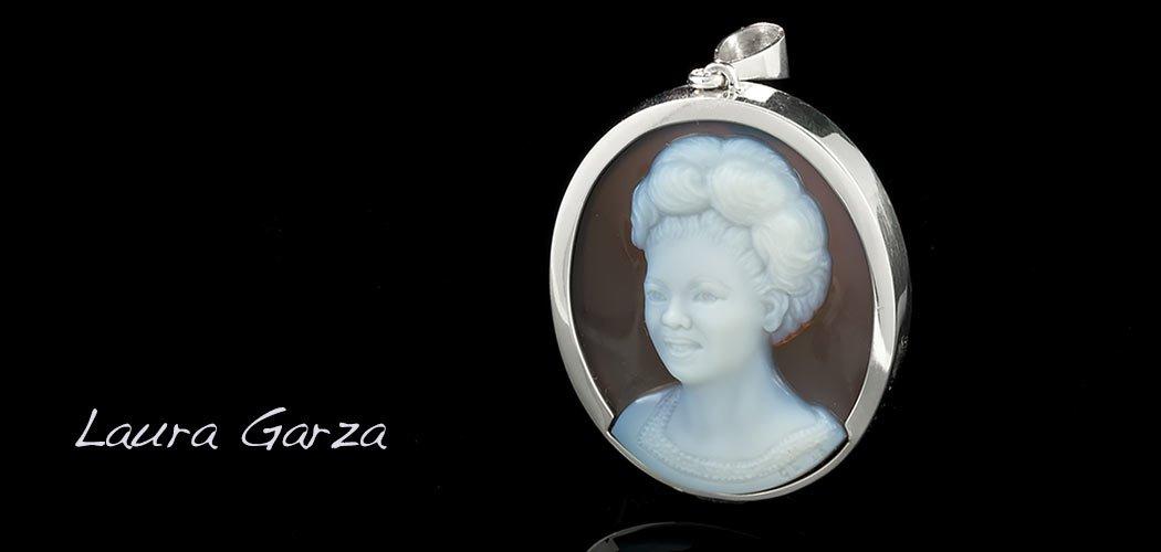 Laura-Garza-cameo-portrait-1050×500