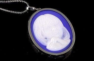 custom-made-blue-cameo-necklace-in-platinum