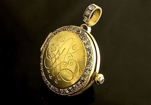 diamond-encrusted-gold-cameo-locket