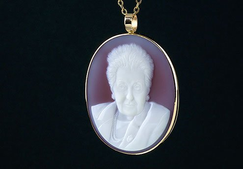 custom-cameo-necklace-portrait-grandma-gold