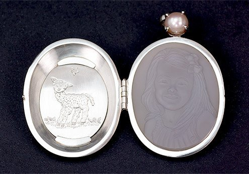 Platinum-locket-with-cameo-of-young-girl-and-pink-pearl-open