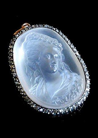 moonstone-cameo-pendant