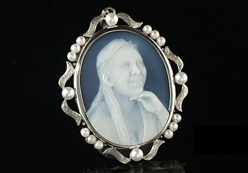 portrait-of-wife-cameo-necklace-pearls-