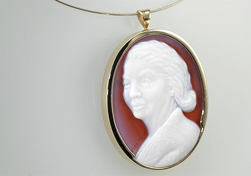 sardonyx-cameo-of-a-grandmother