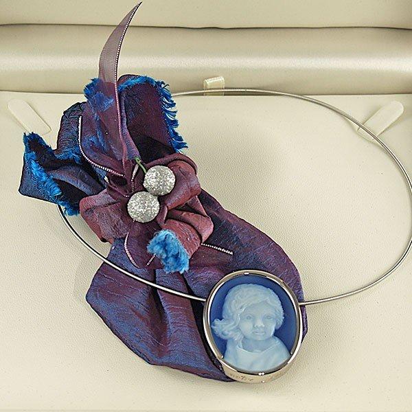 blue-agate-cameo-portrait-necklace-box