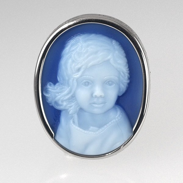 blue-cameo-pendant-white-gold-