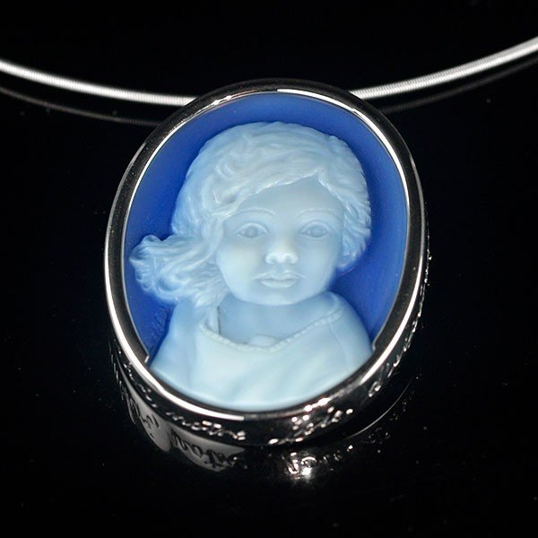 blue-agate-cameo-necklace-white-gold