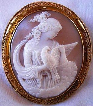 sardonyx-shell-cameo-gold-necklace