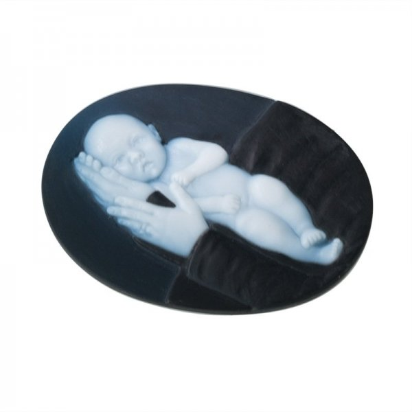 3-layered-cameo-newborn-baby