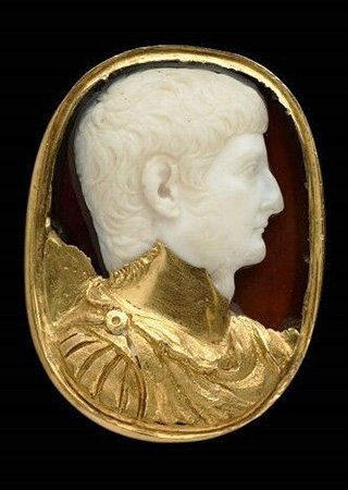 antique-cameo-stone-and-gold