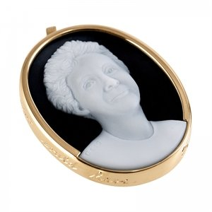 mother-cameo-white-black