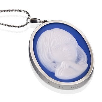 blue-agate-cameo-necklace-white-gold-white-350-sq