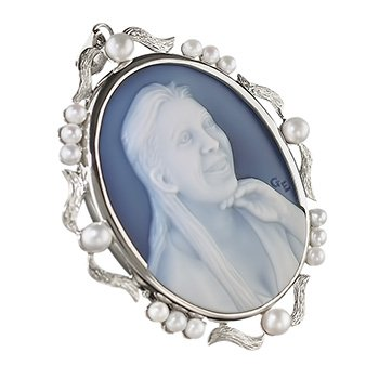 cameo-necklace-with-pearls-wedgewood-blue-350-sq