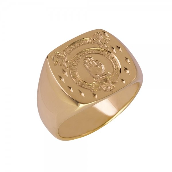 signet-ring-family-crest-on-gold