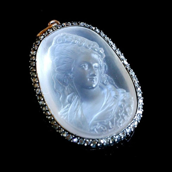Moonstone-Cameo-sq