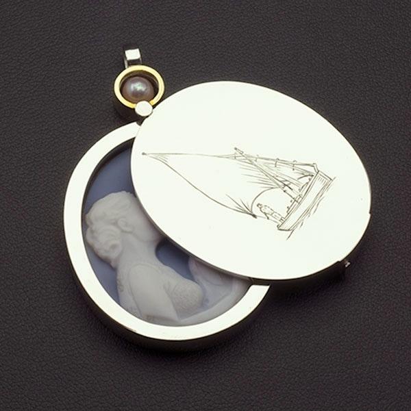 platinum-locket-custom-cameo-portrait-open-sq