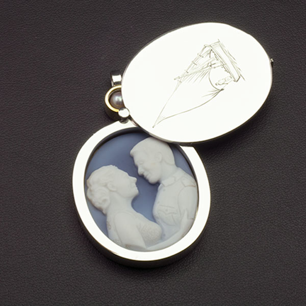 platinum-locket-custom-cameo-portrait-open-sq