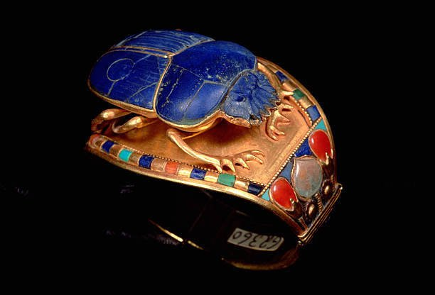 Lapis-Scarab-Bracelet-Tutankhamun-Side
