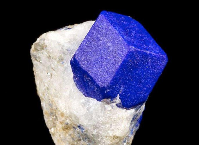 lapis-lazuli-lazurite-crystal-feat