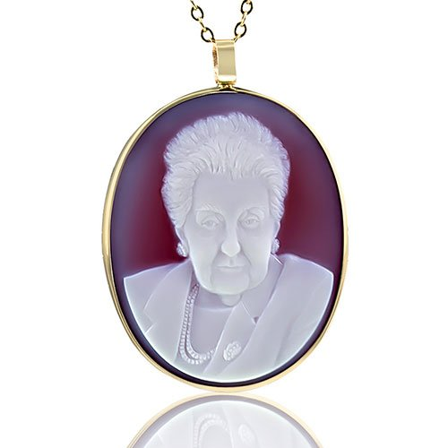 portrait-jewel-grandmother-gold-necklace-v2-5-sq