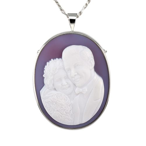 A cameo jewel is a wonderful way to cherish your much-loved family pet. Black Onyx inlay makes the eyes and nose come alive. Personalize with a gold bone, pawprint or an inscription.