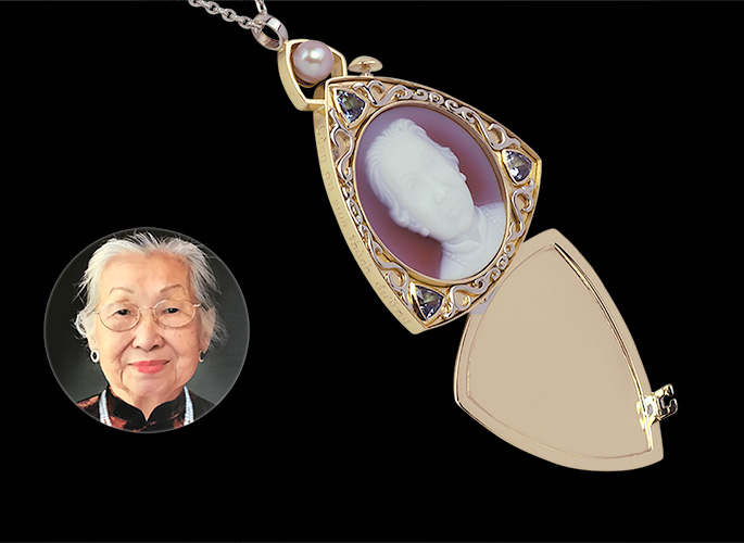 faith-and-memory-locket-tanzanite-cameo-gold-pic-feat