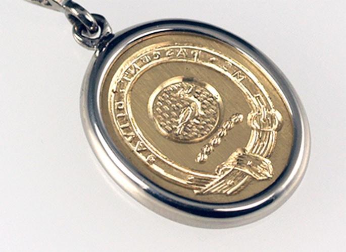 gold-crest-pendant-feat