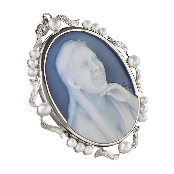 cameo-necklace-with-pearls-wedgewood-blue-6sq