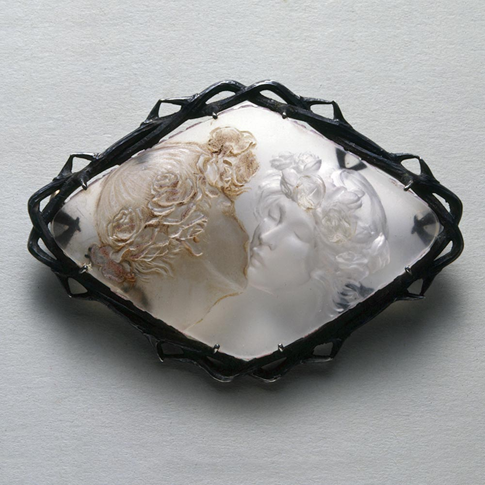 lalique-the-kiss-glass-silver-brooch-1k-50